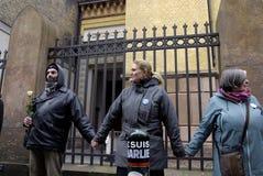 La gente encadena para los judíos en Dinamarca Imágenes de archivo libres de regalías