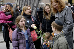 La gente encadena para los judíos en Dinamarca Fotos de archivo