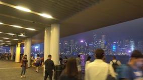 La gente es mira la sinfonía de luces en la avenida de estrellas almacen de video