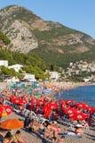 La gente es relajante en la playa en Sutomore, Montenegro Fotografía de archivo libre de regalías