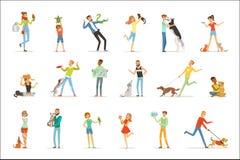 La gente feliz que se divierte con los animales domésticos, el hombre, las mujeres y los niños entrenando y jugando con sus anima ilustración del vector