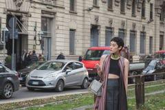 La gente fuori della costruzione della sfilata di moda di Gucci per Milan Women Fas Immagini Stock