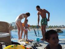 La gente goza del mar Foto de archivo libre de regalías