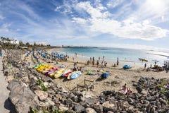 La gente goza el mentir en la playa Playa Dorada Imagen de archivo libre de regalías