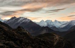 La gente guarda l'alba al punto di vista di Eagle Nest fotografie stock libere da diritti
