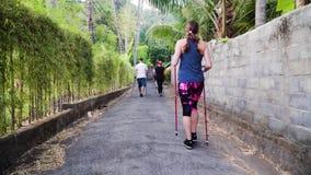 La gente hace caminar nórdico metrajes
