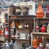 La gente hace compras en el viejo mercado de Spitalfields en Londres Un mercado existió aquí por lo menos 350 años Fotografía de archivo libre de regalías