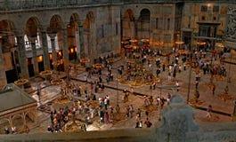 La gente in Hagia Sophia, Costantinopoli, Turchia Fotografie Stock Libere da Diritti
