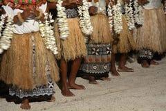 La gente indigena del Fijian canta e balla in Figi immagini stock