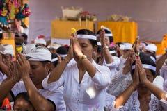 La gente indonesia celebra Año Nuevo del Balinese Foto de archivo
