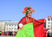 La gente indossa i vestiti variopinti, le prestazioni di ballo di yangko nella s Fotografie Stock Libere da Diritti