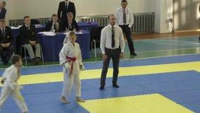 La gente joven compite en karate metrajes