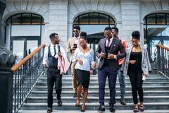 La gente joven está dejando el sistema empresarial abandone la carrera foto de archivo libre de regalías