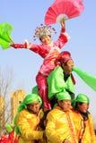 La gente lleva la ropa colorida, espectáculo de variedades de la danza del yangko en el s Imagen de archivo libre de regalías