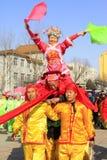 La gente lleva la ropa colorida, espectáculo de variedades de la danza del yangko en el s Fotos de archivo