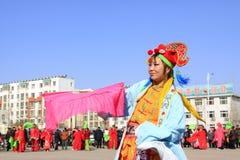 La gente lleva la ropa colorida, funcionamientos de la danza del yangko en el s Fotos de archivo libres de regalías