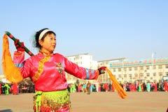 La gente lleva la ropa colorida, funcionamientos de la danza del yangko en el s Imagen de archivo libre de regalías