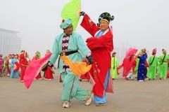 La gente lleva la ropa colorida, funcionamientos de la danza del yangko en el s Foto de archivo libre de regalías