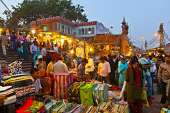 La gente a Meena Bazaar Market fotografia stock libera da diritti