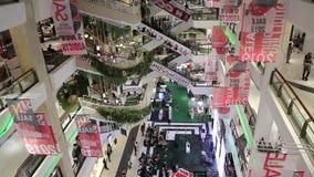 La gente nel centro commerciale centrale di Bangna alla strada Bangna-Trad Bangna Bangkok Tailandia archivi video