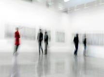 La gente nel centro della galleria di arte Fotografia Stock Libera da Diritti