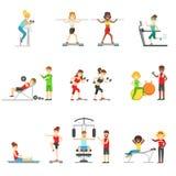 La gente nel centro di forma fisica che si esercita sotto il controllo dell'istruttore personale illustrazione di stock