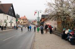 La gente nel centro di Karpacz fotografie stock