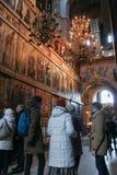 La gente nel corridoio principale della st Sophia Cathedral Immagine Stock