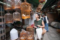 La gente nel giardino dell'uccello in Hong Kong Fotografia Stock