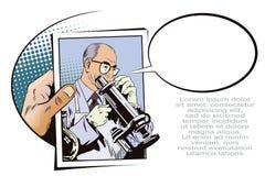 La gente nel retro stile Scienziato con il microscopio Immagine Stock Libera da Diritti