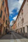 La gente nel ristorante del vicolo nel centro storico di Ferrara Fotografia Stock Libera da Diritti