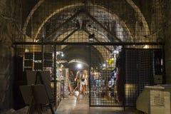La gente nel undergound del palazzo di Diocleziano nella spaccatura Immagini Stock Libere da Diritti