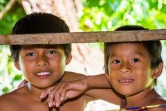 La gente nel VILLAGGIO di EMBERA, PANAMA Fotografie Stock