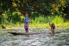 La gente nel VILLAGGIO di EMBERA, PANAMA Fotografia Stock