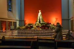 La gente nella città olandese della cattedrale di Den Bosch Fotografia Stock