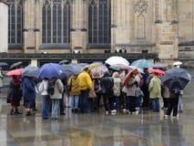 La gente nella pioggia Fotografia Stock Libera da Diritti