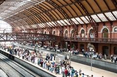 La gente nella stazione chiara a Sao Paulo del centro Fotografia Stock