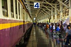 La gente nella stazione ferroviaria Fotografia Stock