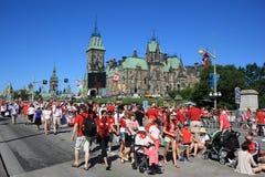 La gente nelle vie il giorno del Canada Immagini Stock