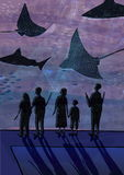 La gente in oceanarium Coppie, la gente con i bambini che guardano pesce, squali, animali marini Variopinto disegnato a mano illustrazione vettoriale