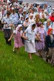La gente ortodoxa celebra un Pentecost Foto de archivo libre de regalías