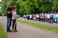 La gente ortodoxa celebra un Pentecost Imagenes de archivo