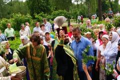 La gente ortodoxa celebra un Pentecost Fotografía de archivo libre de regalías