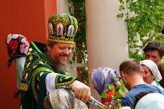 La gente ortodoxa celebra un Pentecost Fotos de archivo libres de regalías