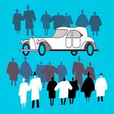 La gente osserva una retro automobile e folla intorno  royalty illustrazione gratis