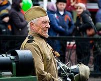 La gente participa en el regimiento inmortal del evento en la celebración de Victory Day Fotografía de archivo libre de regalías
