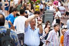 La gente prende le foto a volte quadra Immagini Stock Libere da Diritti