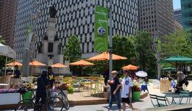 La gente que goza del campus Martius parquea en Detroit, MI Foto de archivo libre de regalías