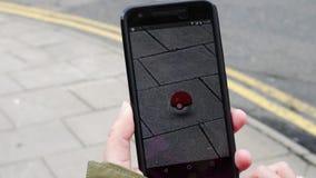 La gente que juega Pokemon VA almacen de metraje de vídeo