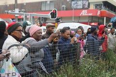 La gente que mira un día de la juventud marcha en Suráfrica Imagen de archivo
